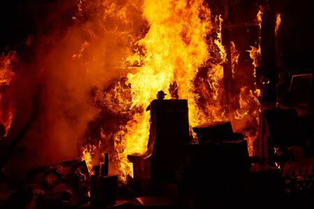 resplandor: Fallas fest populares dibujos animados quema de figuras de papel maché el 19 de marzo anuales