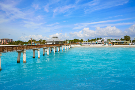 Spiaggia della Florida Fort Myers Pier in USA Archivio Fotografico - 58899869