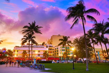 Miami Beach South Beach sunset in Ocean Drive Florida Art Deco 스톡 콘텐츠