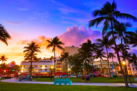 マイアミ ビーチのサウス ビーチ サンセット オーシャン ドライブ フロリダ アールデコ 写真素材