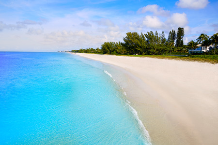 Napels strand in het zonnige dag in Florida USA