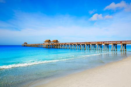 Naples Pier en strand in Florida USA zonnige dag