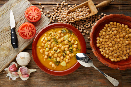Potaje de Garbanzos chickpea stew Spain recipe traditional with ingredients 版權商用圖片