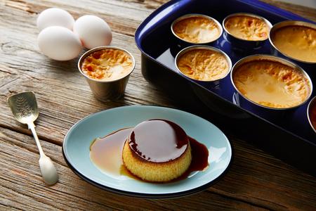 Custard Creme Caramel Flan desserts bain marie four cuit Banque d'images - 65838410