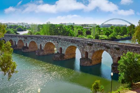 Merida in Spanje Romeinse brug over de rivier de Guadiana Badajoz Extremadura