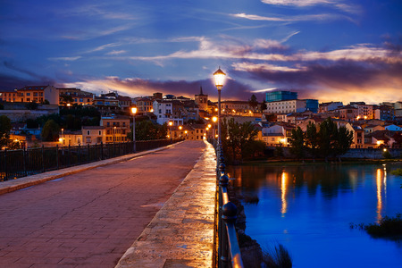 zamora: Zamora Puente de Piedra stone bridge on Duero river of Spain Stock Photo