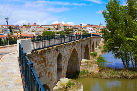 zamora: Zamora Puente de Piedra stone bridge on Duero river of Spain by Via de la Plata Stock Photo