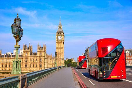 bus anglais: Big Ben Clock Tower et London Bus à l'Angleterre Banque d'images