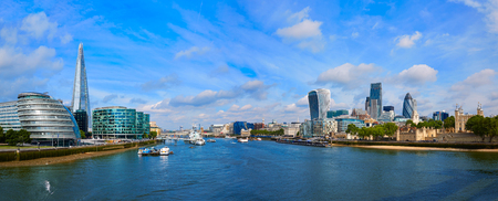 London skyline sunset with City Hall and financial on Thames river 스톡 콘텐츠