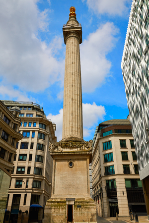 britain: London Monument to the Great Fire column in england