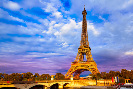 Eiffel tower at sunset in Paris France Banque d'images