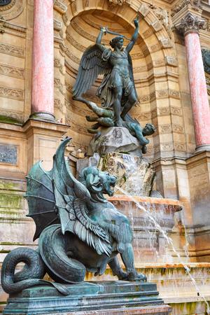 fontaine: Paris Saint Michel fontaine in France