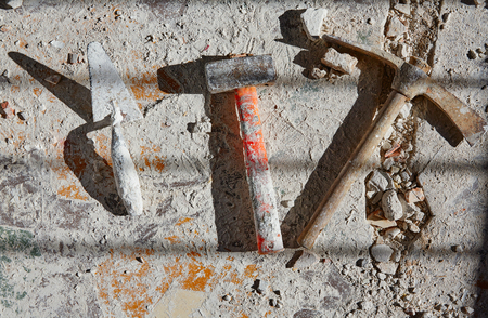 herramientas de construccion: Mason tools on debris background in house improvement construction Foto de archivo