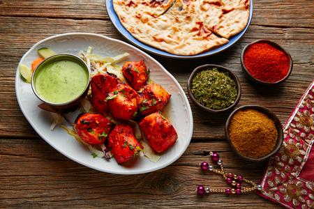 スパイスとチキン ・ ティッカ インド料理レシピ