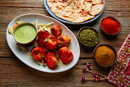 Pollo Tikka receta de comida india con especias Foto de archivo - 78959594