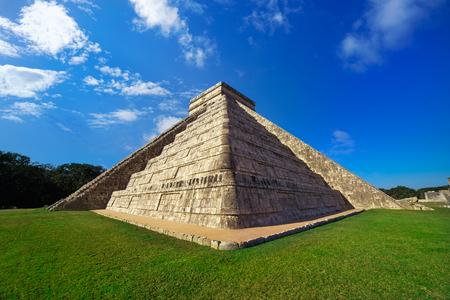 멕시코에서 Chichen Itza 피라미드 엘 Templo Kukulcan 사원 유카탄