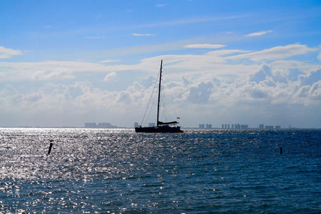 Cancun hotel zone from Isla Mujeres island sunset sailboat Riviera Maya in Mexico Banque d'images
