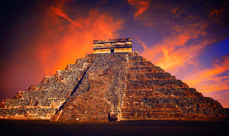 Chichen Itza pyramide El Templo Temple de Kukulcan Mexique Yucatan photo-illustration Banque d'images
