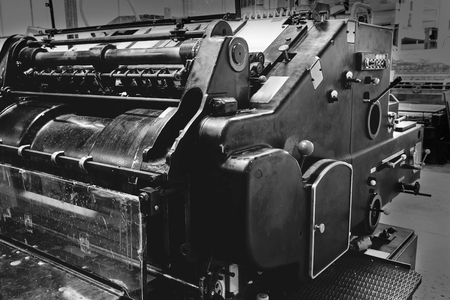 Máquina de cilindro de litografía impresora en una fábrica de impresión Foto de archivo