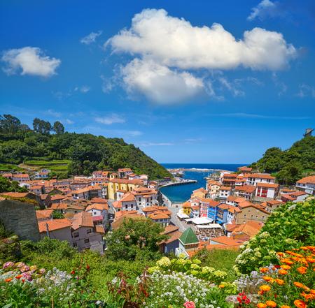 Villaggio di Cudillero nelle Asturie dalla Spagna