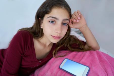 Beautiful teen girl with blue eyes resting 免版税图像