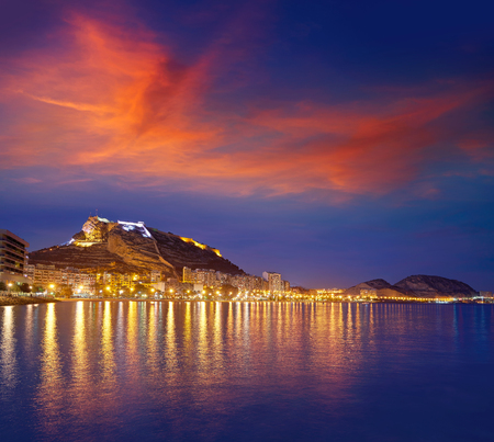 Alicante skyline at sunset from Postiguet beach in spain Фото со стока - 115794600