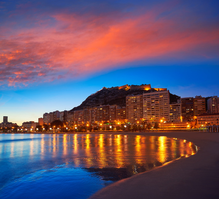 Alicante skyline at sunset from Postiguet beach in spain Фото со стока - 115795000