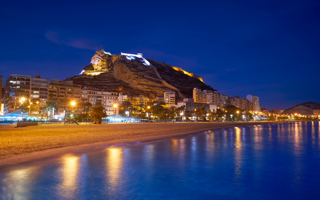 Alicante skyline at sunset from Postiguet beach in spain Фото со стока - 115795007