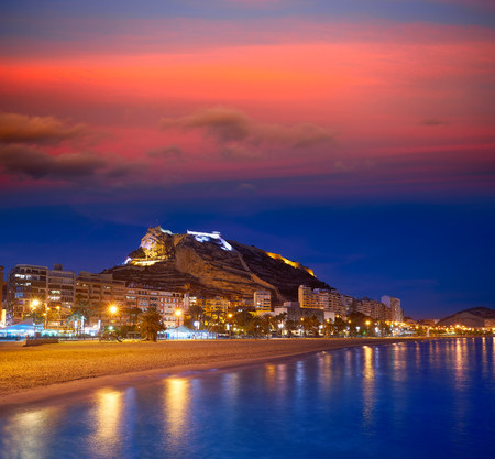 Alicante skyline at sunset from Postiguet beach in spain Фото со стока - 115795016