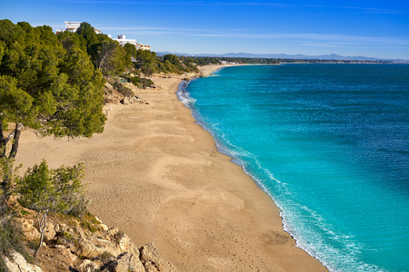 Cala Les Vienesos beach playa in Miami-Platja of Tarragona at Costa Dorada of Catalonia 免版税图像