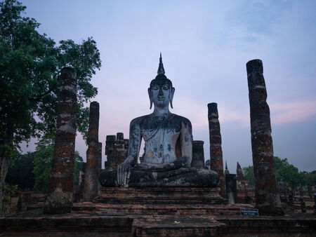 Evening at Wat Mahathat at Sukhothai Historical Park, Sukhothai, Thailand Фото со стока