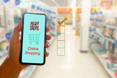 Close up hands using smartphone for online shopping at home, Hand holding mobile phone with Payment Detail page,Blurry supperket background,online shopping concepts Фото со стока