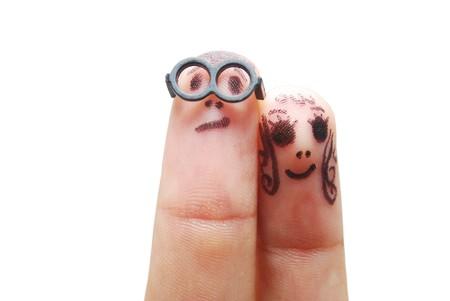 humoristic: Dedos con ojos que representan figuras divertidas aisladas en blanco