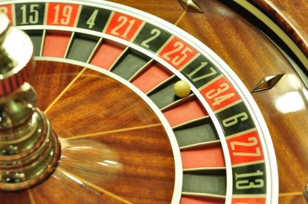 17: imagen con una rueda de la ruleta del casino con el bal�n en el n�mero 17 Foto de archivo