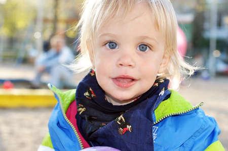 bionda occhi azzurri: a due anni occhi azzurri bella bionda bambino sorridente