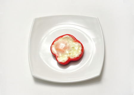 fibber: creative food ideea design egg into capsicum slice