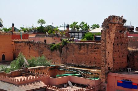 tumbas: la ciudad de Marrakech marruecos Tumbas Saadianas tejados tugurios
