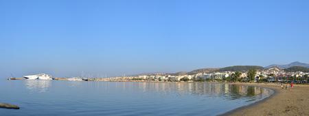 rethymno: RETHYMNO, GREECE - 08.04.2016: city beach with people Editorial