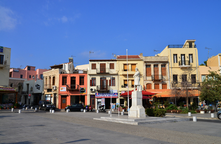 rethymno: RETHYMNO, GREECE - 08.04.2016: city square with people