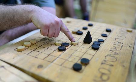 Roman soldier playing a game named Ludus Latrunculorum Banco de Imagens