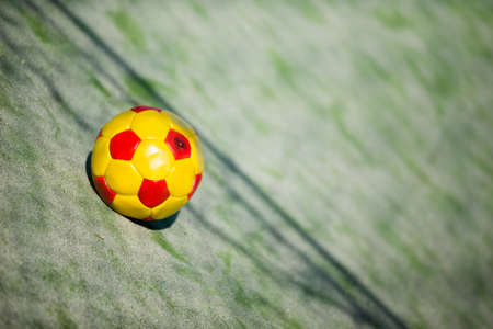 futbol infantil: bolas de colores Abandones