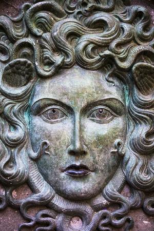 venganza: estatuas de medusa