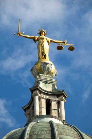dama justicia: Old Bailey, balanzas de la justicia  Foto de archivo