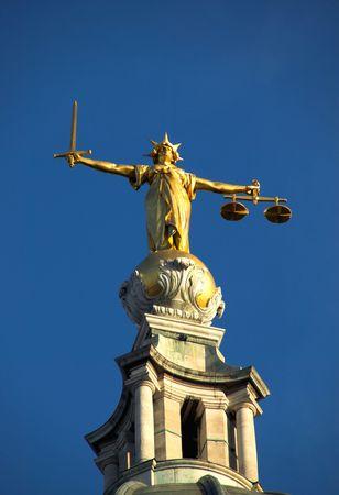 dama de la justicia: El Viejo Bailey, Escalas De la Justicia Foto de archivo
