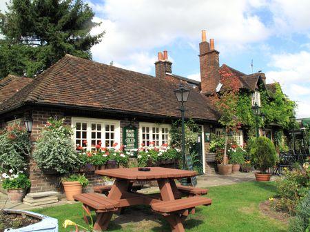 winchester: Pub tipico villaggio di Winchester  Archivio Fotografico