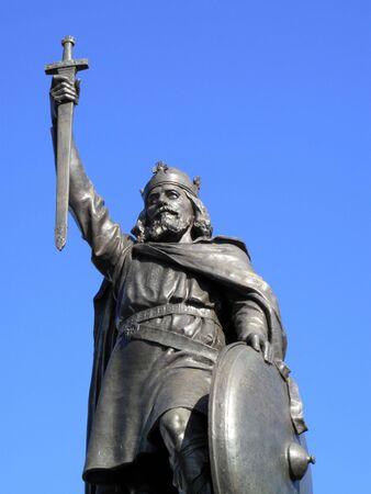 winchester: King Alfred The Greats statue designed by Hamo Thornycroft and erected in 1899 stands at the eastern  end of the Broadway in Winchester England