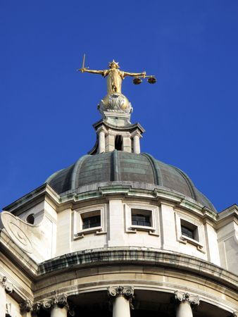 balanza justicia: El Tribunal Penal Central con cari�o conocido como The Old Bailey, que, hasta 1902, fue prisi�n de Newgate es el m�s alto tribunal para los casos penales en Inglaterra.