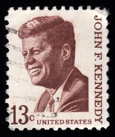 sello postal: Vintage sello postal de Estados Unidos mostrando un retrato grabado de John F. Kennedy