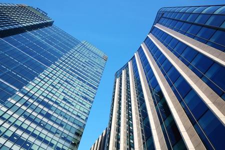 Futuristic glass and steel skyscraper office block towers in Canary Wharf, London Docklands, Standard-Bild