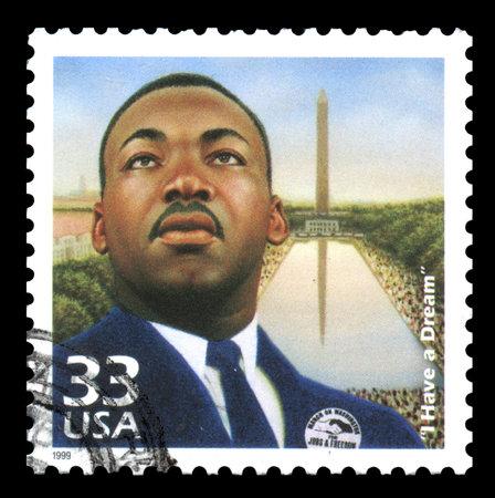 """sello postal: EE.UU. sello de correos de 1999 que muestra una imagen de Martin Luther King con su famosa cita de """"Yo tengo un sue�o"""" y con el Monumento a Washington en el fondo"""